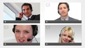 Vive la charla con los agentes del servicio de atención al cliente almacen de metraje de vídeo