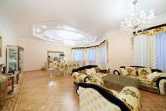 Vivendo e sala da pranzo con mobilia di lusso Fotografia Stock Libera da Diritti