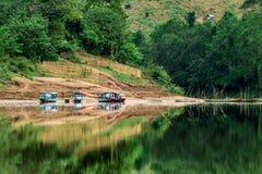 Vivendo su una terra che viaggia in barca Fotografia Stock Libera da Diritti
