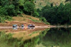 Vivendo su una terra che viaggia in barca Fotografie Stock Libere da Diritti