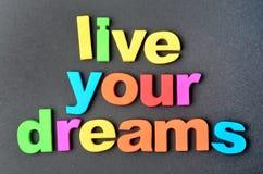 Vivent vos rêves sur le fond noir image stock