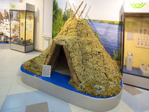 Vivienda de tierra (choza), en el museo de la ciudad Foto de archivo