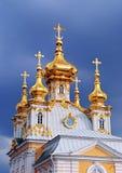 Vivienda del palacio magnífico, Peterhof de la iglesia Imágenes de archivo libres de regalías