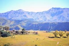Vivienda rural en las colinas del Drakensberg Imagenes de archivo