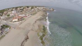 Viviendo directamente en la costa costa mediterránea - vuelo aéreo, Mallorca metrajes