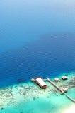 Viw della cima dell'isola che overlooing l'oceano ed il molo Fotografie Stock