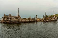 Vizcaya κήποι μουσείων στο Μαϊάμι, Φλώριδα Μνημείο όπως το σκάφος στο νερό Στοκ εικόνα με δικαίωμα ελεύθερης χρήσης