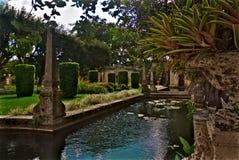Vizcaya museum- och trädgårdborggårdpöl Arkivbilder