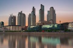 Buenos Aires, Puerto Madero no crepúsculo Fotografia de Stock