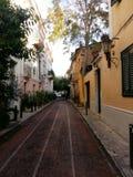 A vizinhança pitoresca velha no centro de Atenas greece chamou o anafiotika fotografia de stock