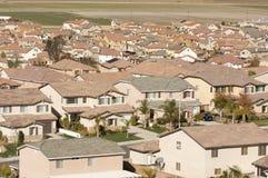Vizinhança suburbana contemporânea Imagens de Stock