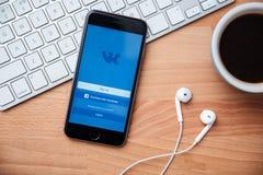 Vkontakte est un réseau social pour la communication rapide et facile Photo libre de droits