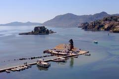 Vlacherna-Kloster von Insel Griechenland, Insel Panayia und der Maus lizenzfreies stockfoto
