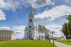VLADIMIR - 5 DE JUNHO DE 2016: Catedral da suposição em Vladimir na SU fotos de stock royalty free