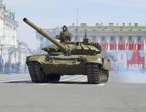 `-Vladimir för behållare T-90 ` på slottfyrkant Repetitionen av ståtar i heder av Victory Day i St Petersburg Royaltyfria Foton