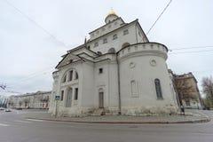 Vladimir, Rússia - 6 de maio 2018 O ouro das portas é um monumento da arquitetura antiga do russo na cidade de Vladimir imagem de stock