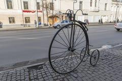 VLADIMIR, RÚSSIA -05 11 2015 Escultura de um velho Foto de Stock Royalty Free