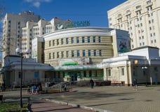 Vladimir, Rosja Październik 20, 2018 Środkowa gałąź Sberbank na zwycięstwo kwadracie w Vladimir obrazy royalty free