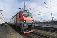 Vladimir, Rusland - November 11 2016 De trein komt bij post aan Stock Foto's