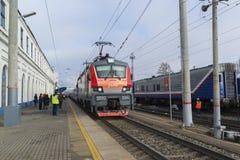 Vladimir, Russia - 11 novembre 2016 Il treno arriva alla stazione Fotografia Stock Libera da Diritti