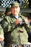 Vladimir Shamanov (tropas aerotransportadas de comandante en jefe russian) durante ejercicios del puesto de mando con 98.os guard Imagen de archivo libre de regalías