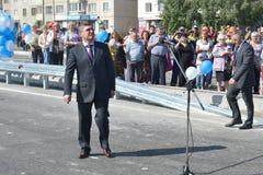 Vladimir Yakushev an der Eröffnungsfeier eines neuen Verkehrsschnitts auf Melnikayte St., Tyumen. Lizenzfreies Stockbild