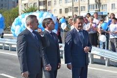 Vladimir Yakushev an der Eröffnungsfeier eines neuen Verkehrsschnitts auf Melnikayte St., Tyumen. Lizenzfreie Stockfotografie