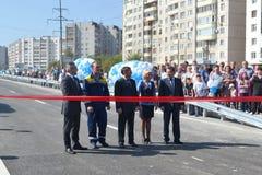 Vladimir Yakushev an der Eröffnungsfeier eines neuen Verkehrsschnitts auf Melnikayte St., Tyumen. Lizenzfreies Stockfoto