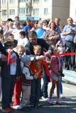Vladimir Yakushev på den officiella öppningen av en ny trafikgenomskärning på Melnikayte St., Tyumen. Fotografering för Bildbyråer