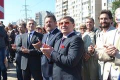 Vladimir Yakushev på den officiella öppningen av en ny trafikgenomskärning på Melnikayte St., Tyumen. Royaltyfria Foton