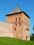Vladimirskaya塔& x28; 15世纪& x29;在诺夫哥罗德伟大的克里姆林宫在俄罗斯 免版税库存图片