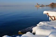 """Vladivostok, baia dell'Amur nell'inverno vicino alla spiaggia """"giubileo """" fotografie stock"""