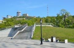 Vladivostok, ` de pont d'amour de ` de plate-forme d'observation sur le bord de mer de Tsarevich Nicholas Images libres de droits