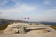 Vladivostok ett kust- batteri på ön av ryss Arkivfoton