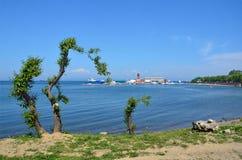 Vladivostok, mening van de jachtclub op Sportivnaya-dijk Royalty-vrije Stock Foto's