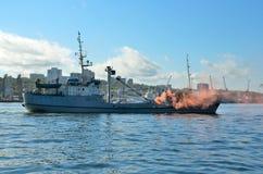 Vladivostok, outubro, 05, 2015 Ensinos para livrar os reféns do navio capturado no mar de japão foto de stock