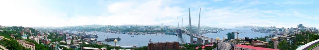 Vladivostok. Panorama av den guld- hornen Arkivbilder