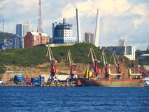 Vladivostok, Primorsky kray/Russie - 8 septembre 2018 : Service VTS du trafic de navire de port Vladivostok photo stock