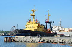 Vladivostok, Rosja, Czerwiec, 01, 2016 Statków neptuny są w porcie Vladivostok Zdjęcie Stock