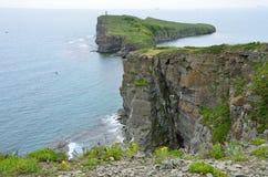 Vladivostok, rotsachtige kusten van het Russische eiland, Kaap van Tabizin Royalty-vrije Stock Foto