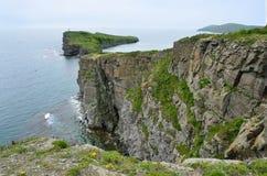 Vladivostok, rotsachtige kusten van het Russische eiland, Kaap van Tabizin Royalty-vrije Stock Fotografie