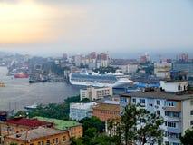 VLADIVOSTOK, RÚSSIA - 2 DE SETEMBRO DE 2015: Cruiseship Diamond Princess o Imagens de Stock