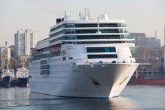 Vladivostok, Rusland, 25 Oktober, 2017 Cruiseschip Costa Romantica in Vladivostok wordt gedokt die Royalty-vrije Stock Afbeeldingen