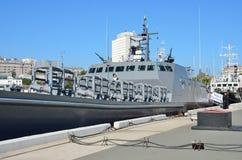 Vladivostok, Rusland, 05 Oktober, 2015 Nieuw landend schip Ivan Kartsov bij de pijler in Vladivostok Royalty-vrije Stock Foto