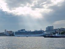 VLADIVOSTOK, RUSLAND - 2 SEP, 2015: Cruiseship Diamond Princess o Royalty-vrije Stock Foto's
