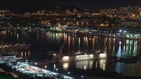 VLADIVOSTOK, RUSLAND - SEPTEMBER, 15, 2013: Avond Vladivostok Mening aan de Gouden Hoornbaai Royalty-vrije Stock Fotografie