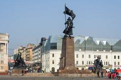 Vladivostok Ryssland - circa Oktober 2006: Fyrkant av kämparna för den sovjetiska makten - huvudsaklig fyrkant och historisk mitt Arkivbilder