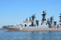 Vladivostok Ryssland, Juni, 03, 2016 Stort anti--ubåt skepp av Stillahavs- flotta, ` för `-amiral Tributs, Royaltyfri Fotografi