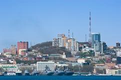Vladivostok Ryssland Maj 02, 2017: Militären sänder på pir på den huvudsakliga militärbasen i Vladivostok Royaltyfri Bild