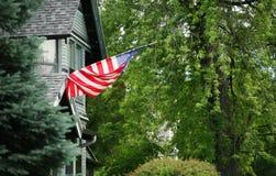 Vlag in bijlage aan huis Royalty-vrije Stock Fotografie